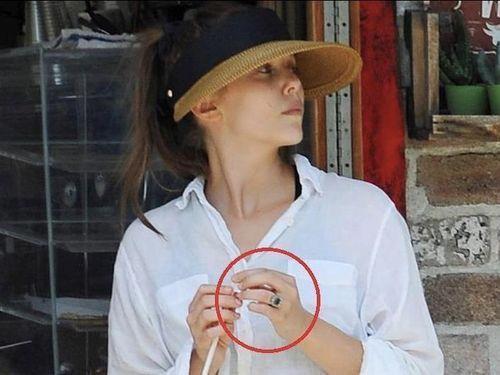 Mỹ nhân 'Avengers' bị phát hiện đang đeo nhẫn cưới khổng lồ