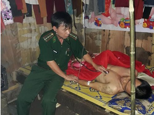Hận tình, nam thanh niên ăn lá ngón tự tử được quân y Biên phòng Nghệ An cứu sống