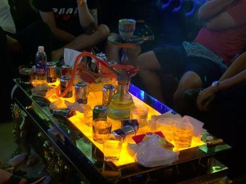 Sài Gòn: Hàng chục dân chơi tổ chức phê ma túy tập thể ở nhà hàng