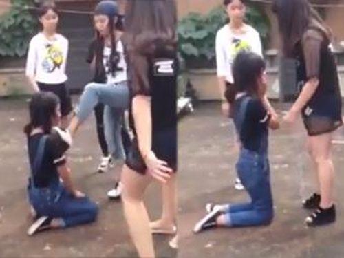 Tự rời nhóm Facebook, nữ sinh Hà Nam bị bắt quỳ gối, đánh hội đồng dã man