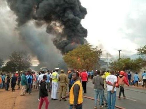 Xe bồn chở dầu phát nổ ở Tanzania, hơn 60 người tử vong