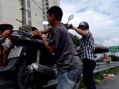 Bắt nhóm nam nữ cưỡng đoạt tiền của người đi nhầm đường ở Hà Nội