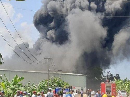 Đồng Nai: Cháy khủng khiếp công ty tái chế nhựa