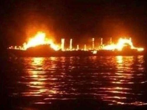 Indonesia: Tàu khách bốc cháy ngoài khơi