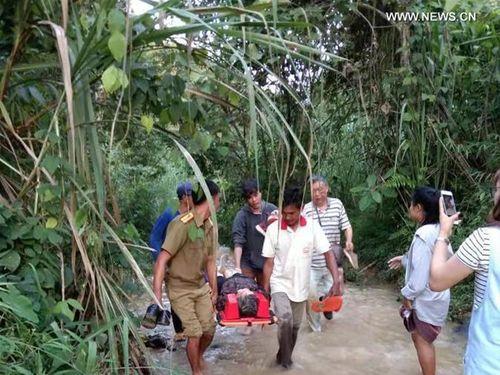 Xe buýt lao xuống núi ở Lào, 13 khách Trung Quốc tử vong