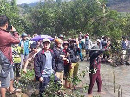 Đã tìm thấy thi thể 3 thanh niên bị nước cuốn mất tích khi tắm thác nước ở Gia Lai