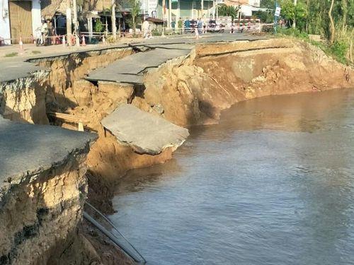 Đoạn quốc lộ 91 ở An Giang sụp hoàn toàn xuống sông