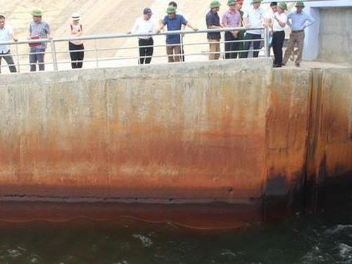 Hệ thống thủy lợi Ngàn Trươi - Cẩm Trang (Hà Tĩnh): Truy tìm nguyên nhân nguồn nước chuyển màu lạ, bốc mùi
