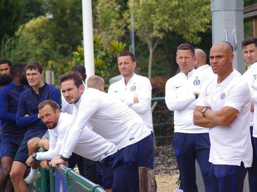 Paul Merson và Ashley Cole dự báo những khó khăn mà Frank Lampard phải đối mặt