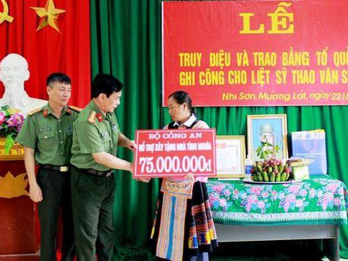 Tổ quốc ghi công liệt sĩ Thao Văn Súa