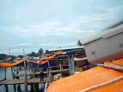 'Tử tế với Sa Cần' lắp camera giám sát hành vi xả rác cửa biển