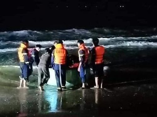 Bốn sinh viên ở Lâm Đồng bị sóng cuốn chết và mất tích tại biển Mũi Né