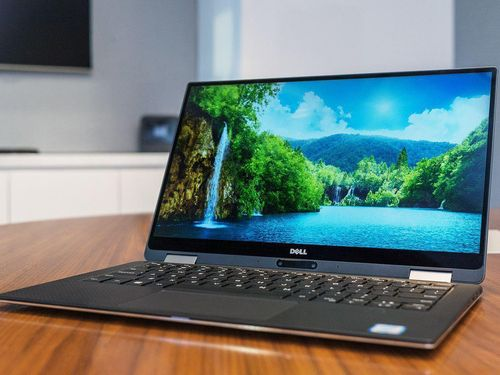 Nhiều mẫu laptop, phụ kiện giảm giá 'khủng' mùa tựu trường