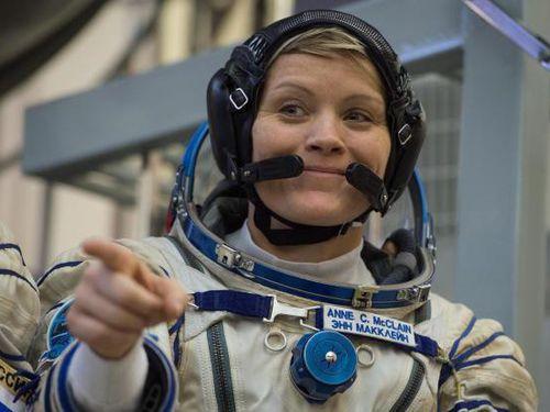 Nữ phi hành gia bị 'vợ' tố đột nhập tài khoản ngân hàng từ không gian