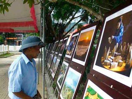 Triển lãm ảnh Đất nước - Con người Trà Bồng và miền Tây Quảng Ngãi