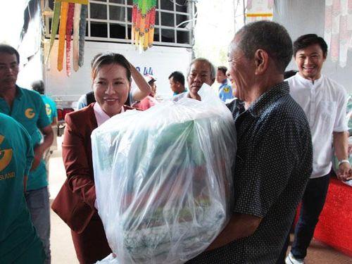 Công ty Đảo Vàng trao 600 phần quà cho đồng bào Phú Quốc bị thiệt hại do lũ lụt