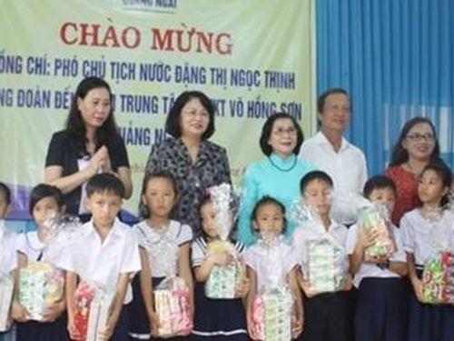 Phó chủ tịch nước Đặng Thị Ngọc Thịnh thăm Trung tâm nuôi dạy trẻ khuyết tật Võ Hồng Sơn