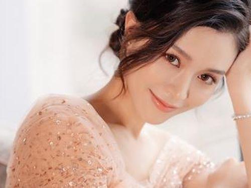 Gia thế chồng sắp cưới của sao nữ 'Thiên long bát bộ 2019'