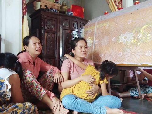 Nghẹn lòng nhìn 2 con thơ bên thi thể người cha tử vong khi tham gia cứu người trên bán đảo Sơn Trà