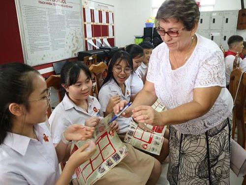 Đoàn học sinh Nga giao lưu với Trường iSchool Nha Trang