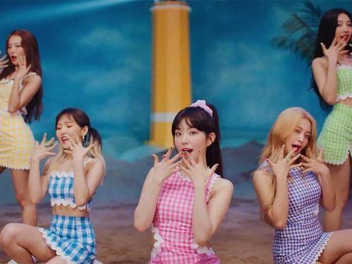 Phía SM nói gì khi Red Velvet bị tố mặc đồ đạo nhái trong MV mới?