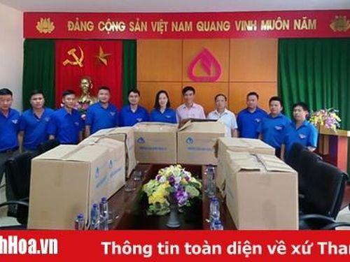Trao tặng máy tính cho các Đoàn xã, thị trấn tại 2 huyện Mường Lát và Quan Sơn