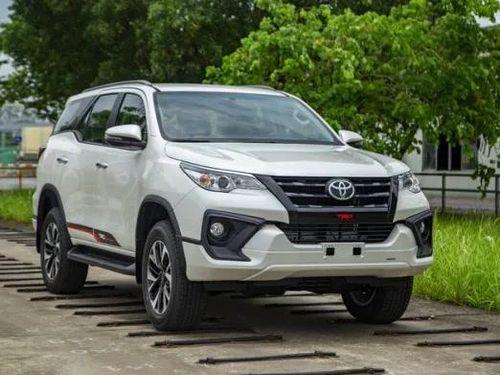 Giá xe Toyota Hilux mới nhất tháng 9: Fortuner bản 2.7 4x2 AT TRD giá từ 1,2 tỷ đồng