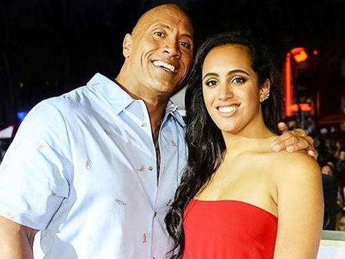 Siêu sao The Rock không mời con gái riêng đến đám cưới