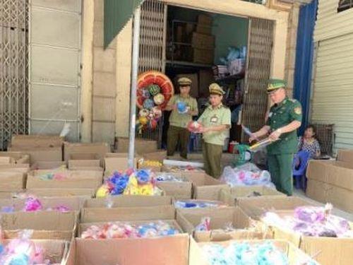 Thu giữ hơn 7.000 sản phẩm đồ chơi nhập lậu