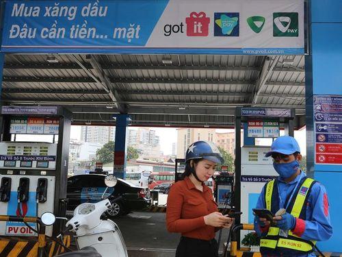 PVOIL hoàn thiện phương thức thanh toán điện tử cho khách mua xăng dầu