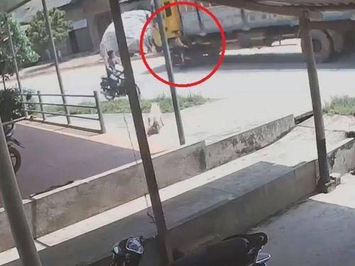 Phóng xe kiểu 'tự sát', tài xế xe máy gặp kết cục thương tâm