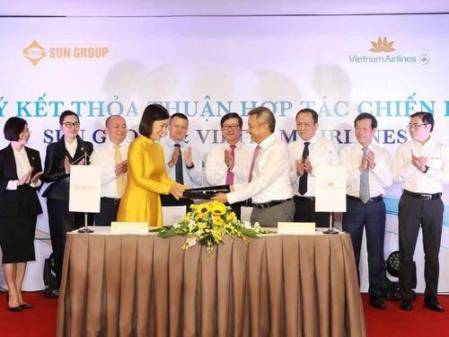 Vietnam Airlines bất ngờ công bố hợp tác chiến lược với Sun Group