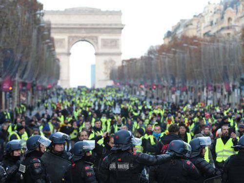Pháp triển khai hàng nghìn cảnh sát đối phó với biểu tình ở Paris