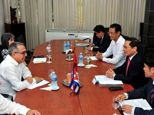 Việt Nam - Cuba trao đổi về tình hình biển Đông