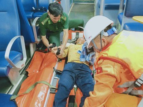 Tiếp nhận ngư dân Phú Yên bị tai nạn lao động trên biển