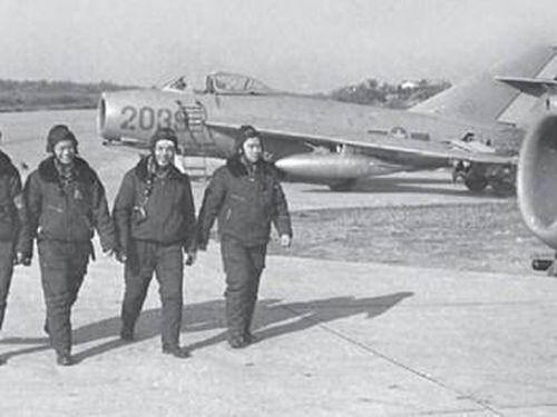 MiG-17 – mẫu tiêm kích huyền thoại cùng Anh hùng Nguyễn Văn Bảy lập lên chiến công