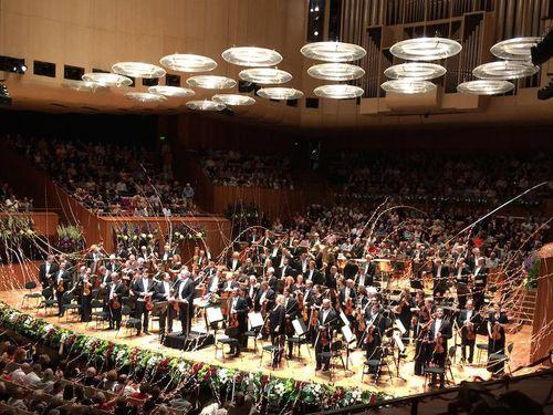 Dàn nhạc giao hưởng London trở lại Hà Nội và trình diễn trên phố đi bộ