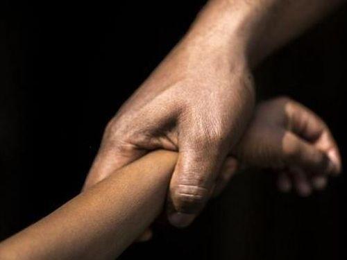 Khởi tố kẻ cưỡng hiếp bé gái 14 tuổi