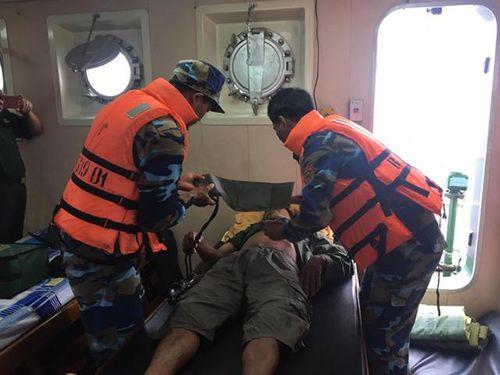 Cứu nạn thành công tàu cá cùng bảy ngư dân gặp nạn trên biển