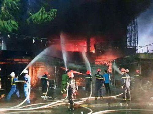 Hải Phòng: Cháy dữ dội tại Điện máy Hoàng Gia