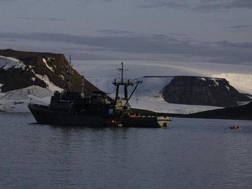 Tàu của Hải quân Nga bất ngờ bị hải mã đánh chìm