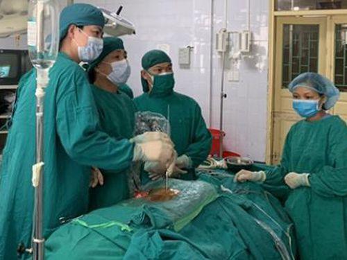 Thanh Hóa: Mổ nội soi thành công thoát vị đĩa đệm cột sống thắt lưng