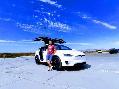 Sinh viên Việt lần đầu trải nghiệm xe tự hành Tesla trên cung đường siêu đẹp ở Mỹ