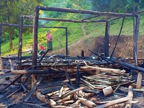 Nghệ An: Người mẹ bất chấp ngọn lửa ôm 3 con nhỏ tháo chạy khỏi căn nhà bị cháy