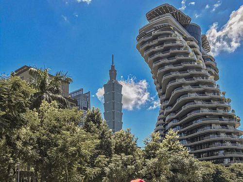 Tòa nhà hình chuỗi DNA với 23.000 cây xanh, điểm sống ảo hút giới trẻ
