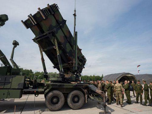 Mỹ điều tên lửa Patriot, radar Sentinel và hàng trăm binh sĩ đến Ả Rập Saudi