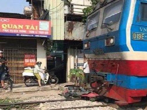 Băng qua đường sắt, nam thanh niên bị tàu hỏa tông tử vong