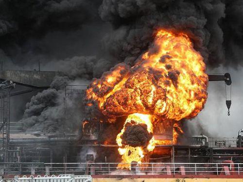 Vụ nổ tàu chở dầu ở Hàn Quốc khiến 18 người bị thương