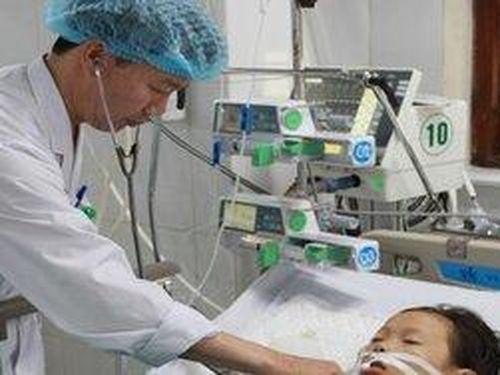 Bé gái ở Bắc Giang hôn mê do ăn phải bánh mì có tẩm thuốc diệt chuột