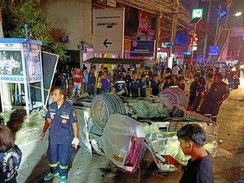 Xe bán tải gặp nạn, 17 sinh viên thiệt mạng